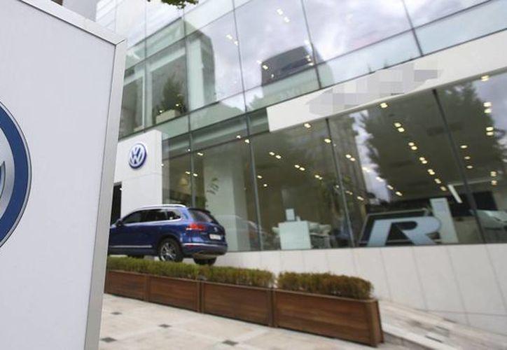 La Volkswagen podría enfrentar la demanda de otros 65 inversores adicionales a los 66 que este lunes interpusieron una querella -en Alemania- por millonarias pérdidas. (Archivo/Agencias)