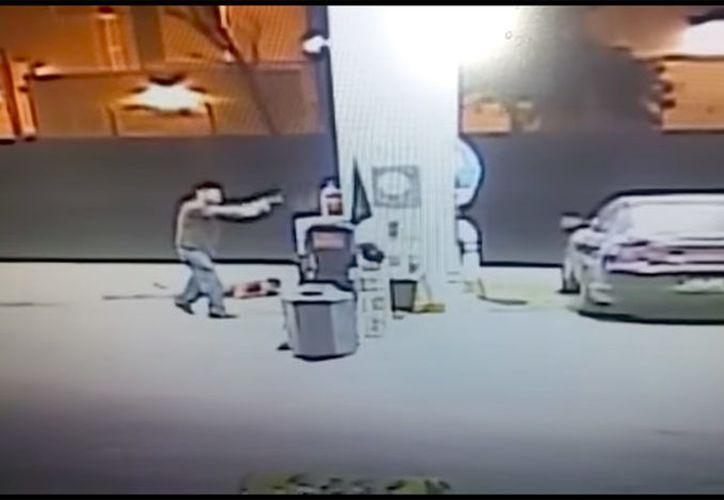Les llenaron el tanque de combustible y luego amagaron con un arma de fuego al empleado, lo despojaron de dinero y huyeron en el vehículo en que llegaron. (Foto: contexto)