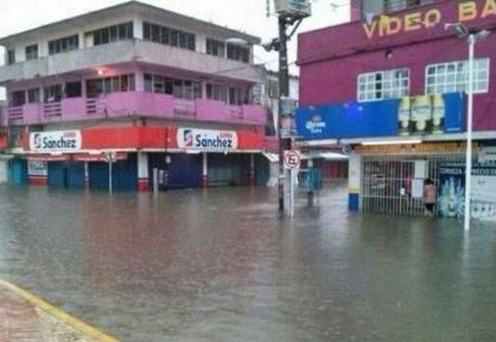 Inundaciones en Minatitlán por lluvias a causa del reciente frente frío. (informantesenred)