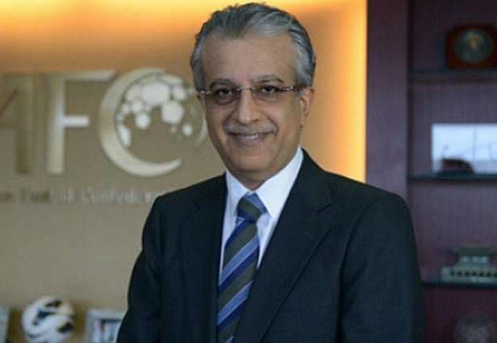 El jeque Salman es presidente de la Confederación Asiática, y hace poco anunció un pacto de colaboración con la CAF. (AP)