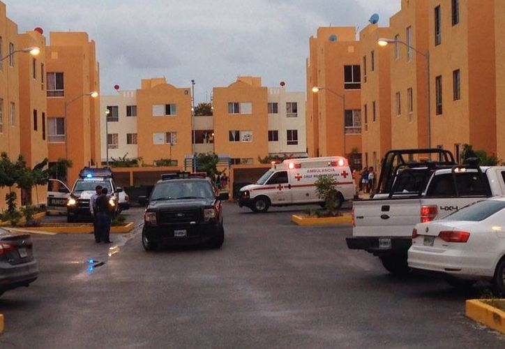 Paramédicos de la Cruz Roja confirmaron el deceso de la menor. (Redacción/SIPSE)