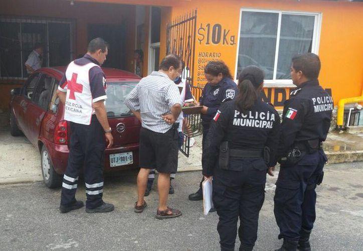 Los cuerpos policíacos llegaron al lugar de los hechos para verificar el deceso. (Redacción/SIPSE)