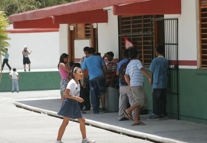 La autoridad educativa federal ha advertido que aquellas escuelas y profesores que no aparezcan en el censo, quedarán fuera de las programaciones presupuestales. (Archivo/SIPSE)