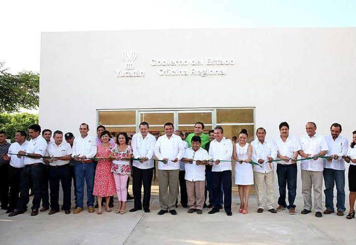 Para acercar los programas y servicios del Gobierno del Estado a todo Yucatán, el Gobernador (c) inauguró las Oficinas Regionales en Valladolid y Yaxcabá. (Cortesía)