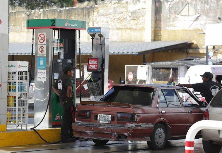Pemex dijo que el precio de las gasolinas y el diésel se puede mantener estable hasta el 17 de febrero. (Archivo/Notimex)