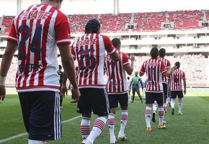 Chivas es el séptimo clasificado a la 'fiesta grande' del futbol mexicano. Si bien no tuvo una buena primera parte del torneo, sus últimos resultados lo vuelven un serio aspirante al título del Clausura 2016. (Chivas/ Mexsport)