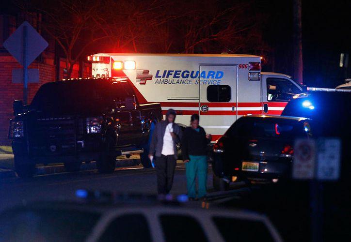 Los paramédicos ingresaron al hospital para auxiliar a las víctimas. (excelsior.com)
