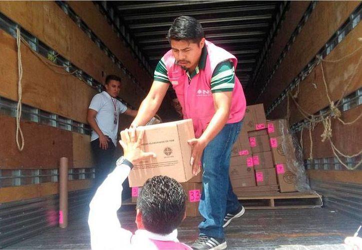 Personal del INE descargó en las sedes de las cinco juntas electorales distritales el material que se utilizará en la jornada del 7 de junio. (Oficial)
