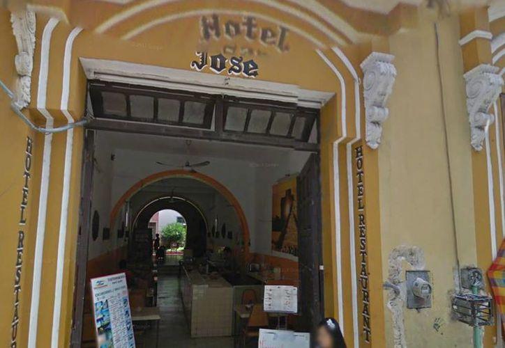 Marisol Buenfil y Jonathan Jara estaban hospedados en el Hotel San José en la calle 63 x 62 y 64 del centro de Mérida, donde fueron rescatados por la Policía Ministerial de Q. Roo. (Foto tomada de Google Maps)