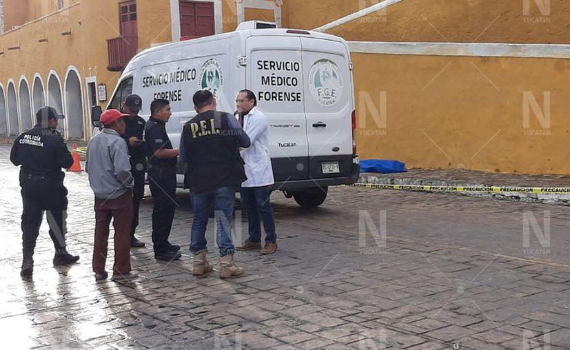 El cuerpo del señor prácticamente quedó en la vía pública. (Novedades Yucatán)