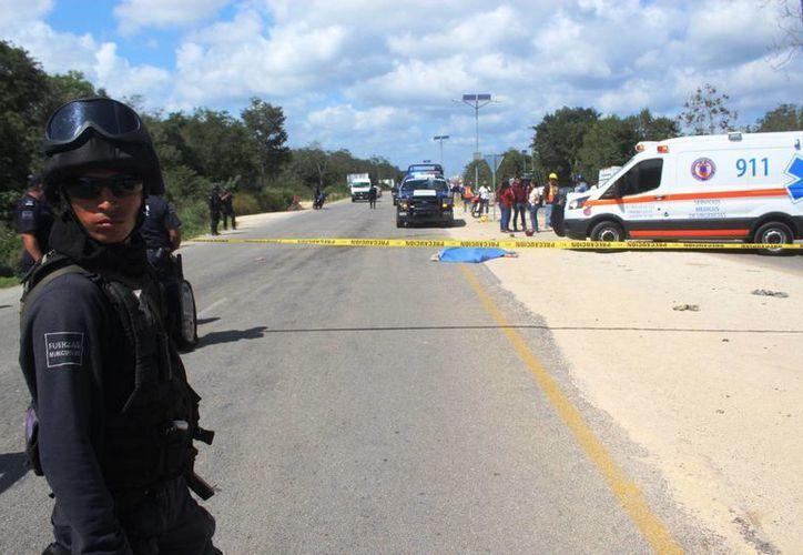 Una mujer perdió la vida cuando salió a hacer compras en motocicleta, en la autopista Playa del Carmen – El Tintal. (Octavio Martínez/SIPSE)