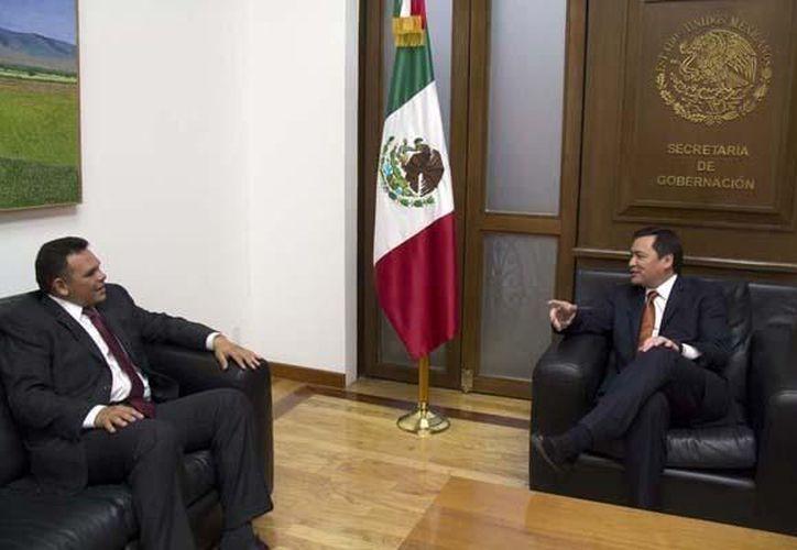 Esta tarde tuve interesante plática con el gobernador @RolandoZapataB, escribió en la red social. (twitter.com/osoriochong)