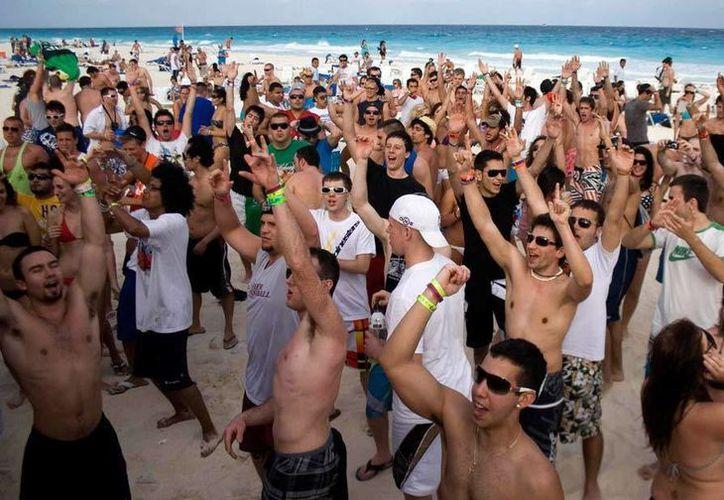 Uno de los destinos más visitados, durante el verano, fue Cancún, quien registro ocupación del 96.6%. (Foto/Internet)
