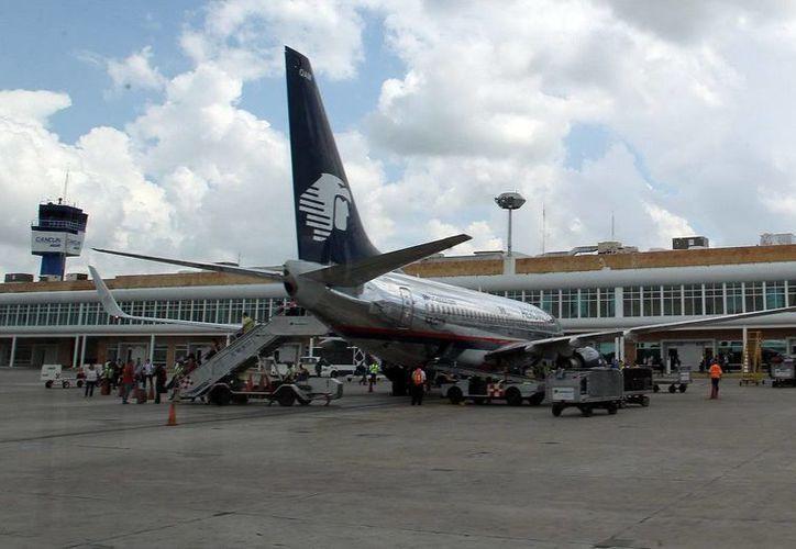 El aeropuerto de Cancún encenderá luces rosas por la lucha contra el cáncer de mama. (Redacción/SIPSE)
