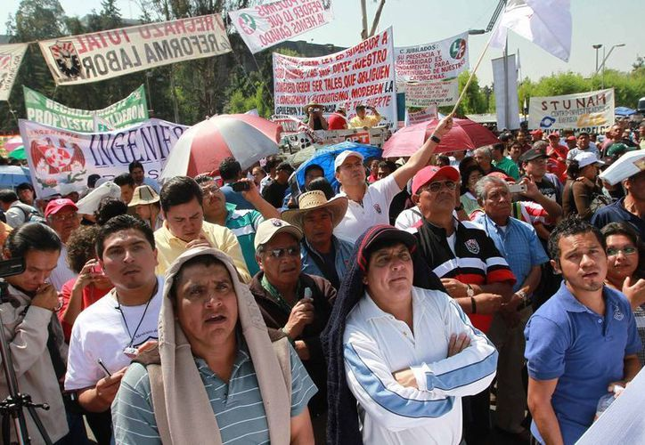 Varios sindicatos de han unido al amparo contra la medida. (Notimex)