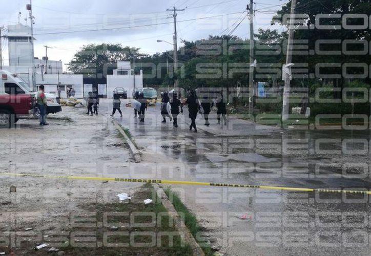 Domingo de riña y disturbios al interior de la cárcel, en la Región 95, a un costado de la avenida Nichupté. (Foto: Redacción SIPSE)