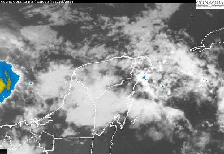 La onda tropical número 13, convertida en baja presión, afecta a la Península de Yucatán. (Redacción/SIPSE)