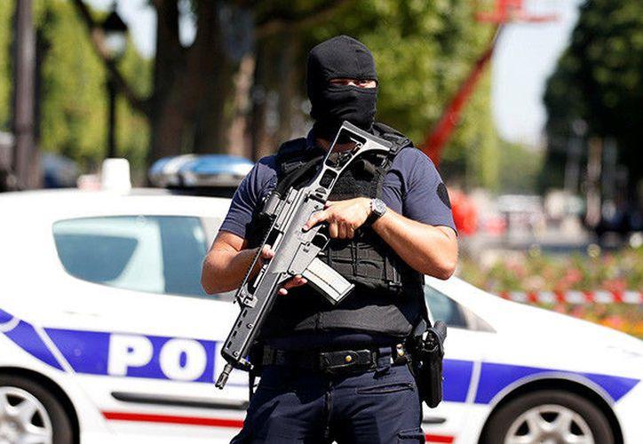 Un hombre abrió fuego este domingo contra varias personas enfrente de una mezquita de Francia. (RT)