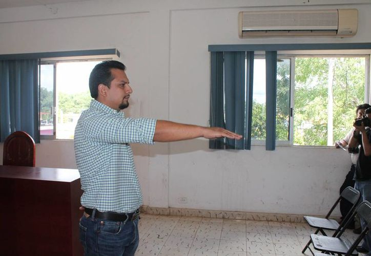 Arturo Rodolfo Trujillo Lizama, de la alcaldía Ignacio Zaragoza, ocupa el cargo de director de Egresos. (Raúl Balam/SIPSE)