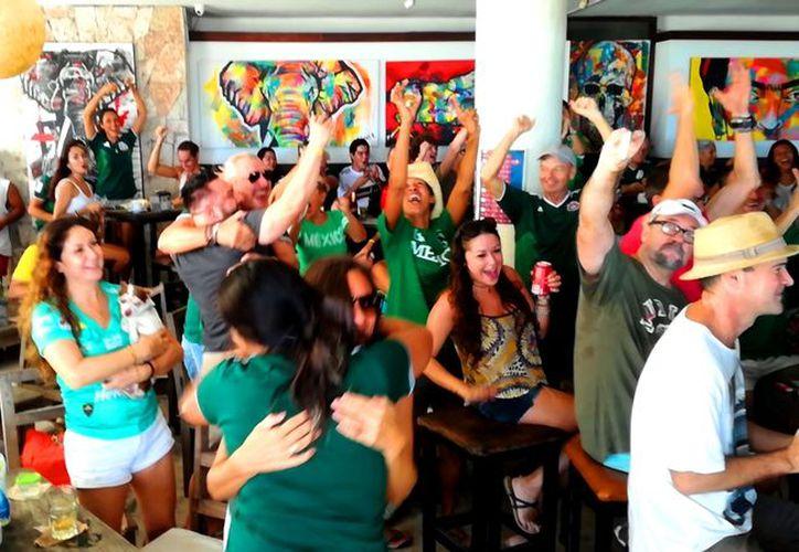 Celebran en la Quinta Avenida los goles de la Selección Mexicana. (Foto: SIPSE)