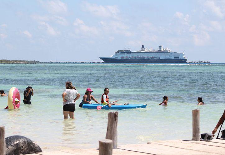 La apertura del puerto a embarcaciones internacionales pudiera representar más turismo y derrama para el sur: Apiqroo. (Daniel Tejada/SIPSE)