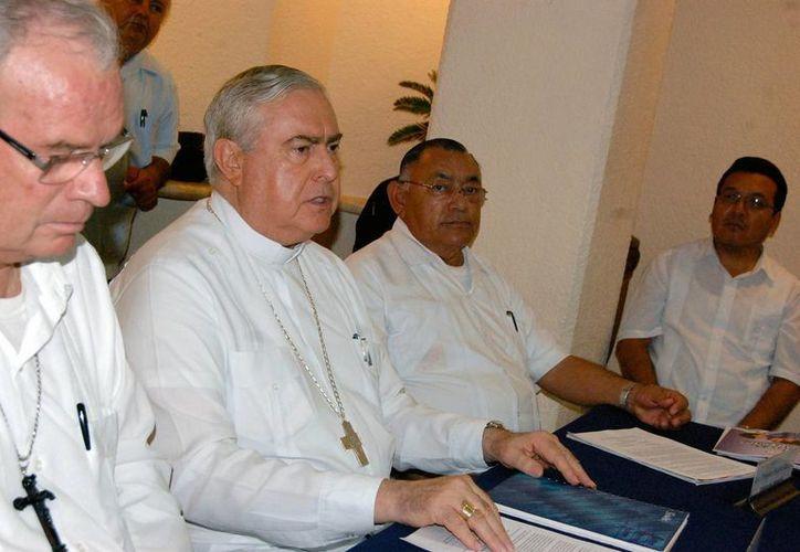 Monseñor Berlie Belaunzarán informó que todos los obispos acordaron realizar una encuesta entre los decanatos sobre cómo se desempeñó el trabajo del Año de la Fe. (Wilbert Argüelles/SIPSE)