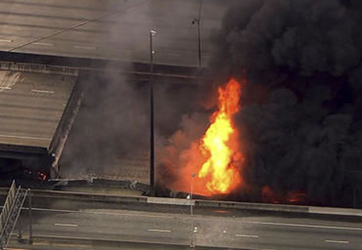 Incendio provoca derrumbe en puente de Atlanta (Video)