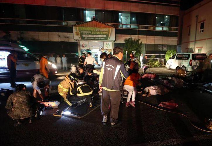 Los bomberos pudieron controlar el fuego en seis minutos. (AP)