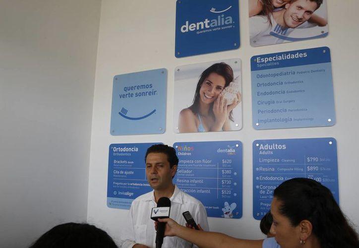 El director general de Dentalia dijo que la marca se suma al turismo médico. (Israel Leal/SIPSE)