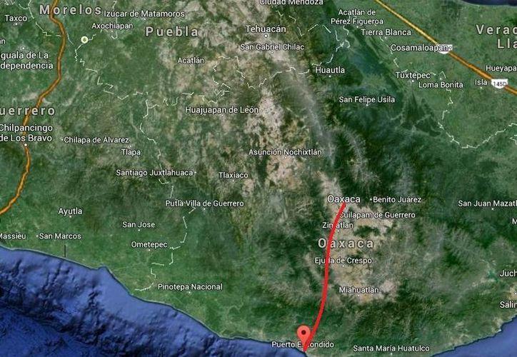 En el choque en la carretera que va de Puerto Escondido a la capital Oaxaca se vieron involucrados un camión de pasaje foráneo de la Línea 'Natividad' y una camioneta particular. (Google Maps)