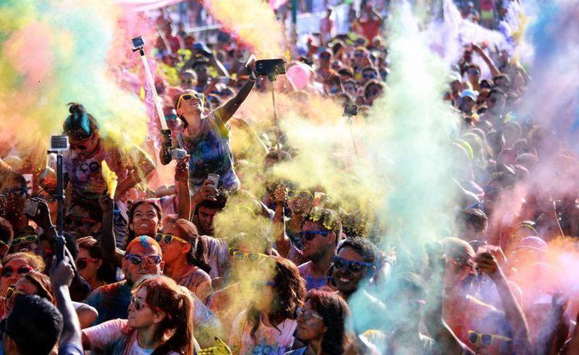 Finalizó 'Coloréate' con una maravillosa nube de color. (Luis Soto/SIPSE)