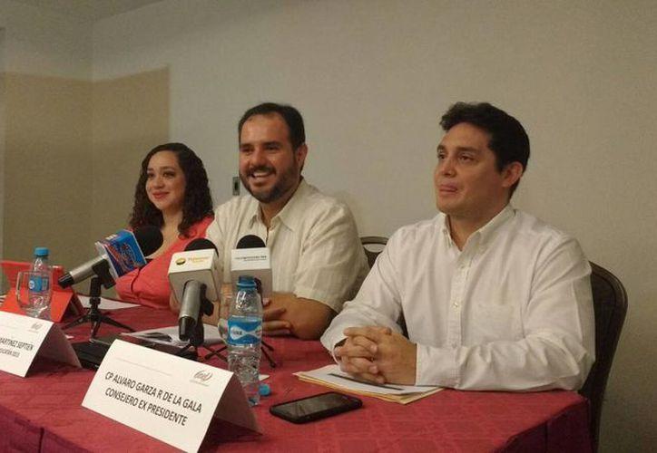 Imagen de la rueda de prensa donde se anunció a la nueva presidenta del IMEF delegación Yucatán, Beatriz Quijano Bentata, en sustitución de Rodolfo Martínez Septién. (Candelario Robles/SIPSE)