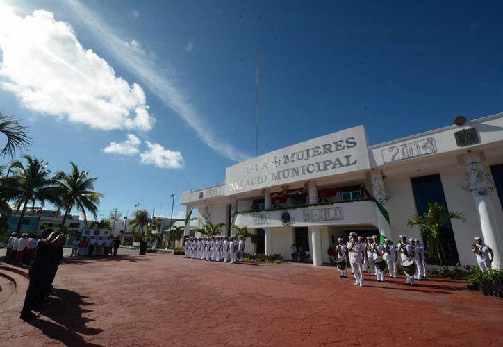 Realizan evento cívico en Isla Mujeres. (Redacción/SIPSE)
