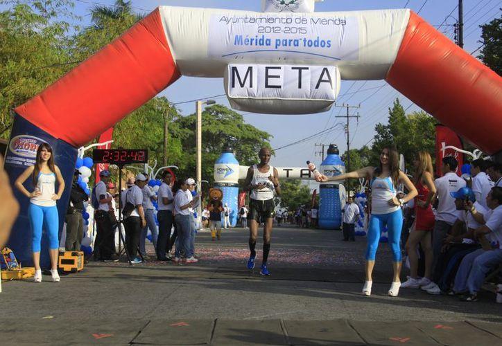 Kenia volvió a dominar el Maratón de la Fundación de Mérida. (Christian Ayala/SIPSE)