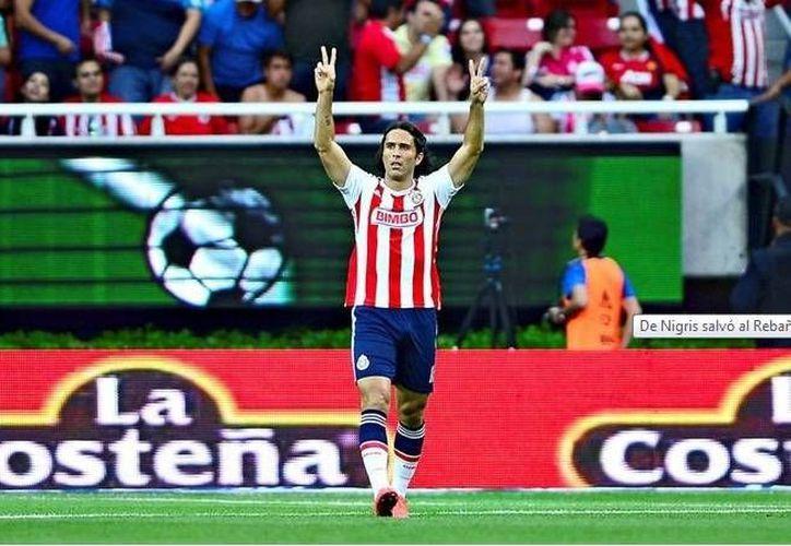 Tras el golazo al ángulo de Paul Aguilar en el primer tiempo, Aldo de Nigris entró de cambio y puso el empate definitivo para Chivas, que con el resultado asegura una semana más el liderato en la Tabla General de la Liga MX. (Milenio)