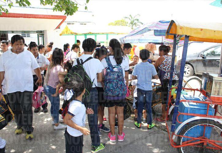 En Lázaro Cárdenas el 62% de la comunidad estudiantil sufre de inflamación de la conjuntiva. (Joel Zamora/SIPSE)