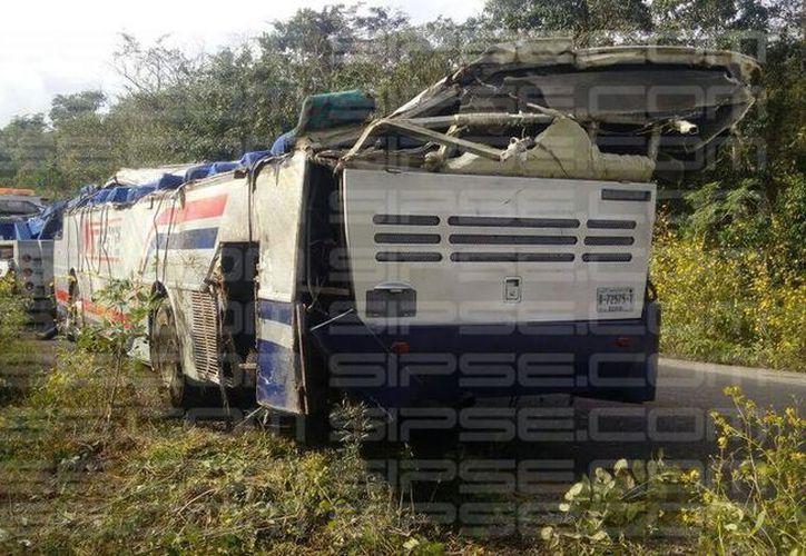 El camión quedó totalmente destrozado. (Luis Hernández/SIPSE)