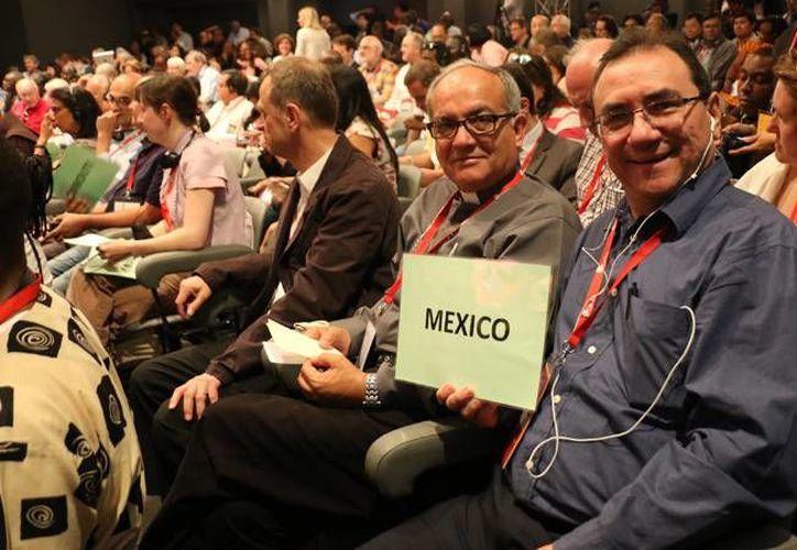 El padre Patricio Sarlat Flores ha representando al clero de México en diversos foros internacionales. (SIPSE)