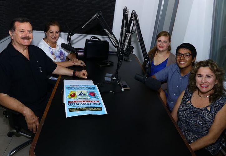 Jorge Barrera y Esperanza Nieto, con sus invitados Leticia Mena, Mauricio Mendoza y Alejandra Beristain. (Jorge Acosta/Milenio Novedades)
