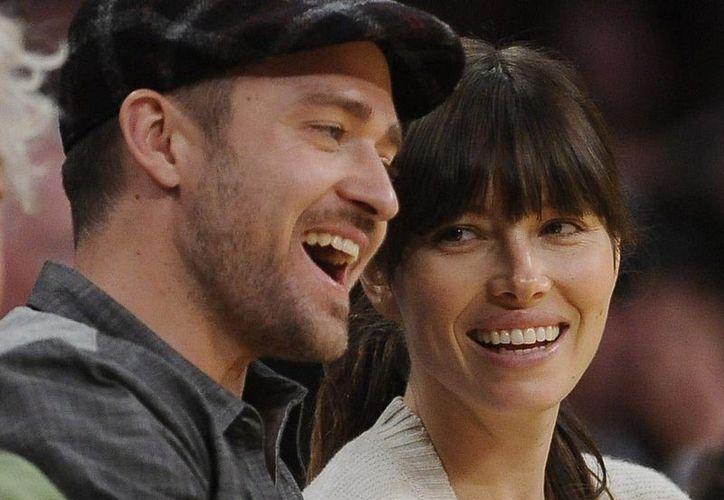 Fotografía tomada en mayo de 2012 del cantante estadounidense Justin Timberlake y a la actriz Jessica Biel, quienes esperan la llegada de su primer hijo, según la web especializada en farándula Us Weekly. (EFE/Archivo)