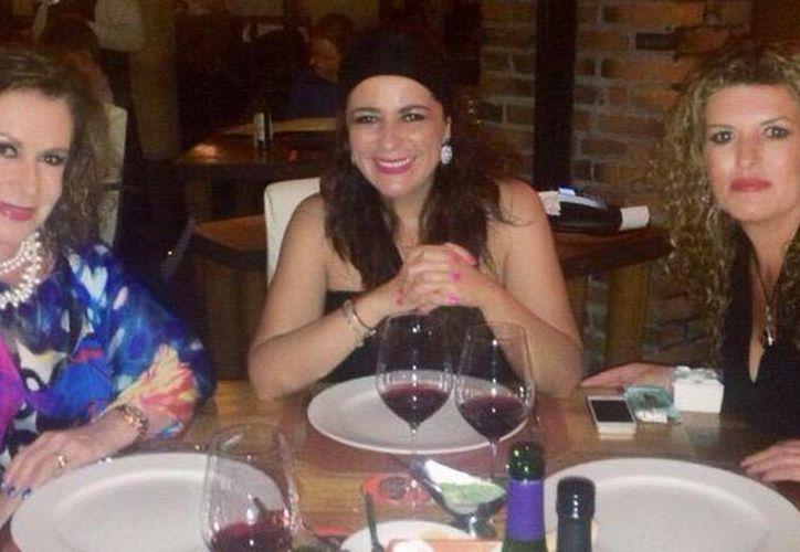 Laura Zapata comía en un restaurante con dos amigas cuando identificó a Alejandro Reyes. (Twitter/@Laurazapatam)