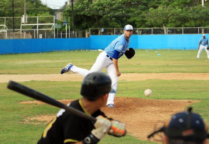 Acciones del encuentro entre Senadores y Rookies de la Madero, dentro del cierre de la temporada regular de la Liga Meridana de Beisbol. (SIPSE)