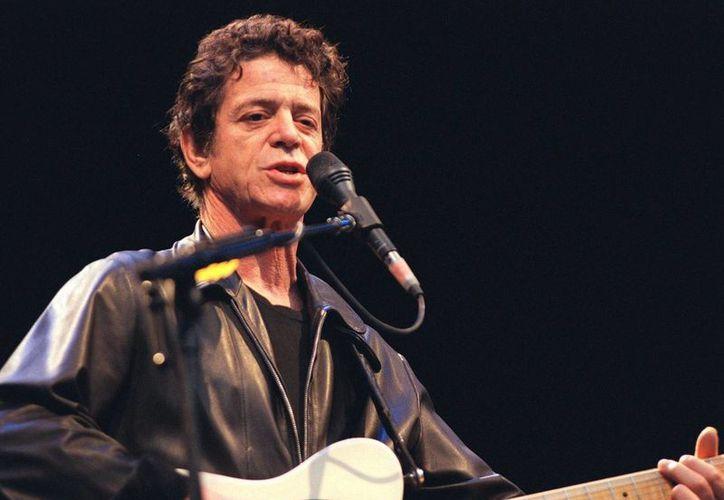 """Lou Reed fue un """"príncipe y un guerrero"""" cuya música reflejaba su amor por la vida, escribió su viuda en una carta de despedida. (Agencias)"""