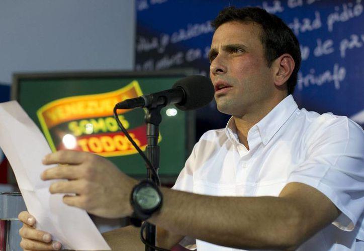 Capriles es acusado por el gobierno de generar una ola de violencia por las protestas tras las elecciones. (EFE)