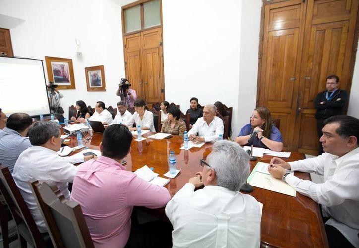 Encuentro de Víctor Caballero con representantes de la Unicef en el Palacio de Gobierno. (Milenio Novedades)