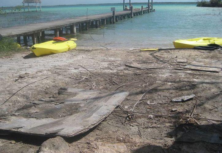 El muelle de madera presenta serio deterioro que pone en peligro a los turistas. (Javier Ortiz/SIPSE)