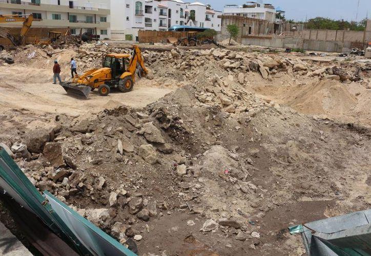 Las obras en el edificio la avenida Constituyentes entre las 20 y 25 avenidas continuarán.  (Archivo/SIPSE)