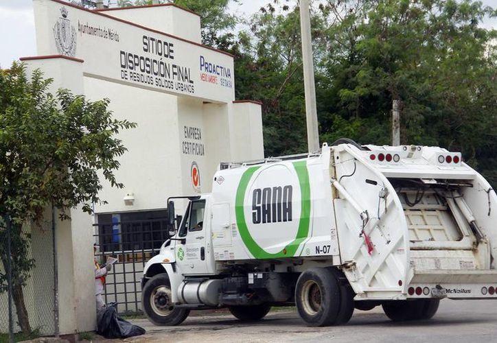 Un 90% llevan los trabajos en la planta de separación de desechos, donde reciclarán las 800 toneladas de basura que recolectan los cuatro concesionarios de basura en Mérida. (Milenio Novedades)