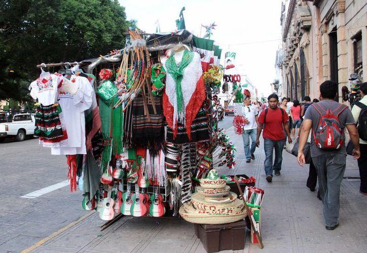 La ciudad de Mérida está invadida de vendedores ambulantes en calles y parques. (SIPSE)
