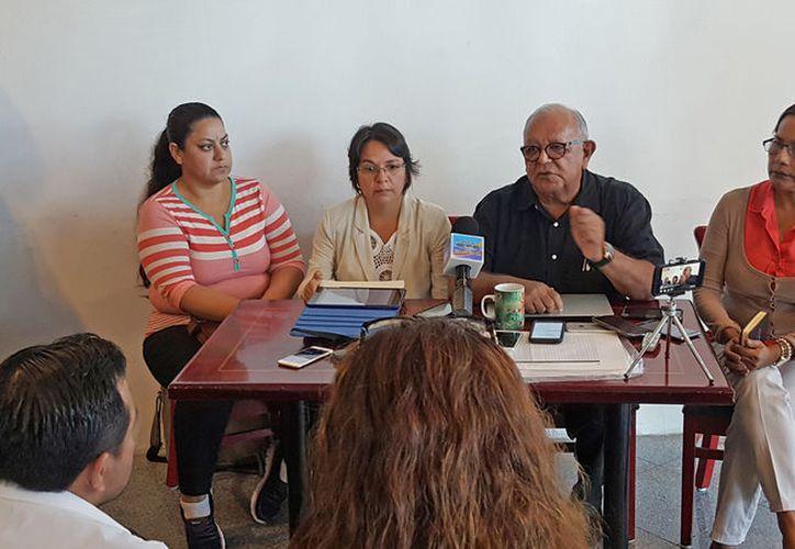 En conferencia de prensa se informó que fueron utilizados los datos de una ciudadana para una supuesta ayuda económica que no recibió. (Foto: SIPSE)